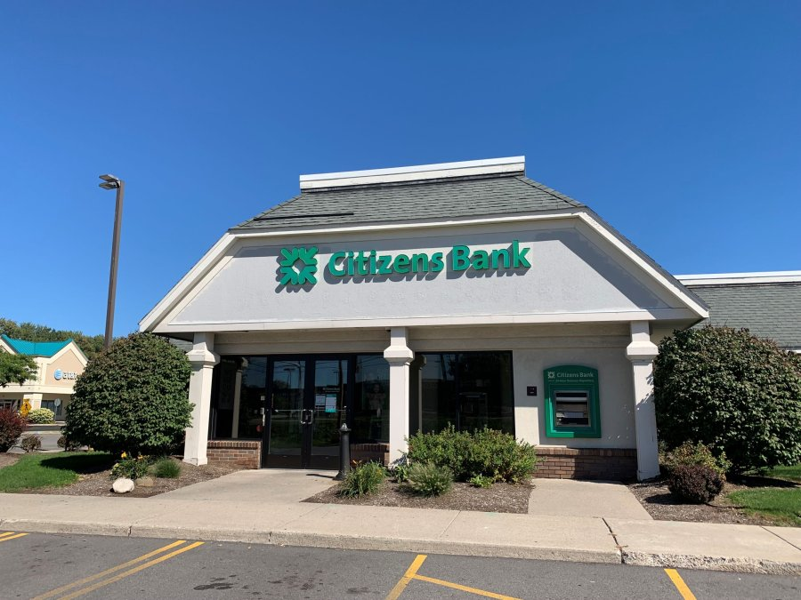 Front exterior of Citizens Bank at Perinton Square